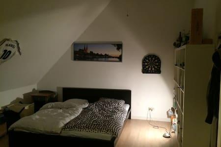 Zimmer in WG 30 m² Ostenviertel - Apartment