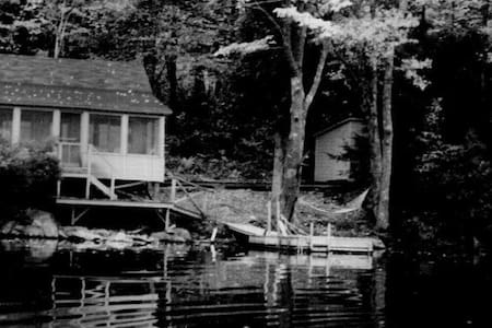Lakeside cottage in Maine woods - Farmington - Stuga