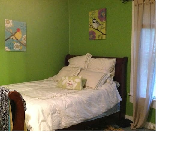 Blvd Bedroom -  1.5mi to DT!