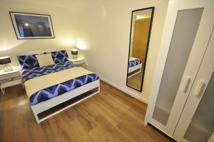 (BC-1)PRIVATE ROOM CLOSE TO TOWER BRIDGE - Lontoo