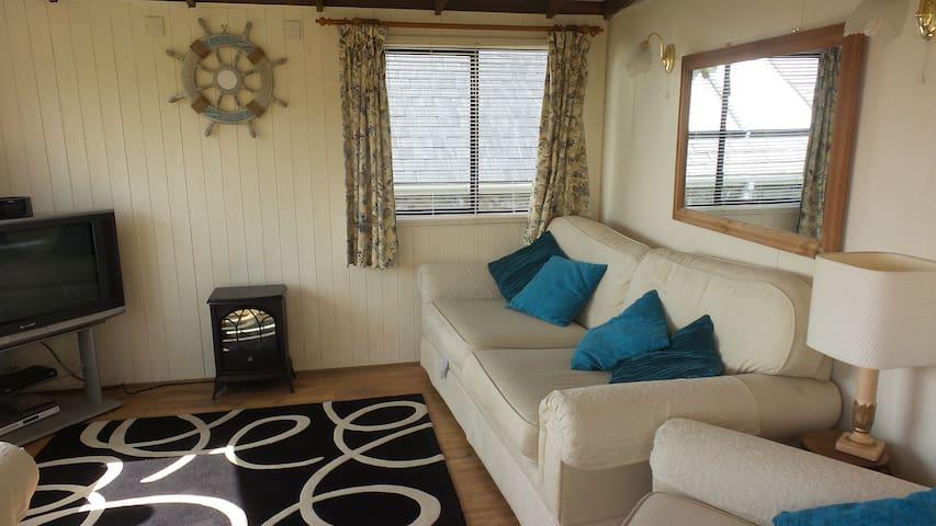 Chalet Church Bay Anglesey sleeps 4 Sea views - Rhyd-wyn - Chalet