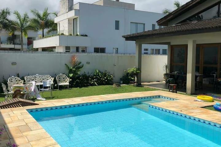 Casa térrea no condominio Acapulco