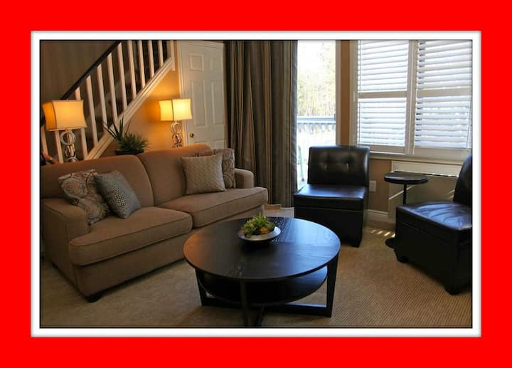 2 Bed, 2 Level Condo on Blue Mtn!