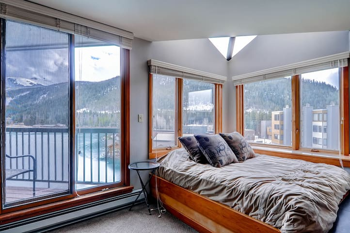 Beautifully Renovated 1Br Condo~Sleeps up to 6~Kids Ski Free