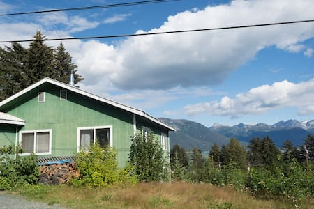 Haines Home - Walk to Town or Beach - Haines