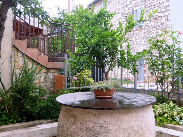 Cosy apartment with great terrace, near the beach - Lovrečica - Huoneisto