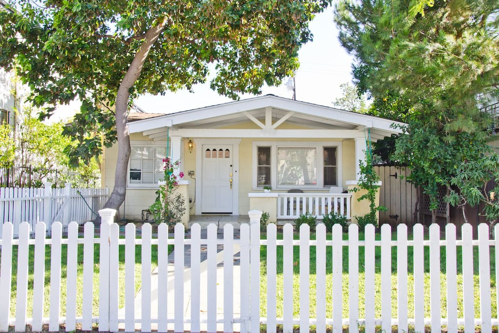 Your picturesque craftsman home sits in the gentle shade of an avocado tree on a quiet residential neighborhood. It is nevertheless walking distance from bars and restaurants, and a short drive from the heart of hollywood and world class shopping at the grove and Beverly Hills.