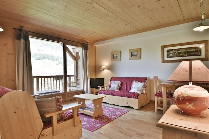 Spacious & cosy 1 bed apt for 2-4 next to the pistes!