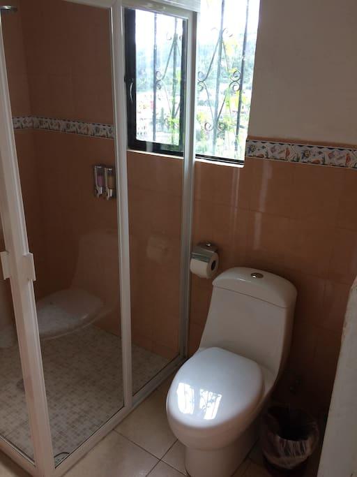 baño privado moderno