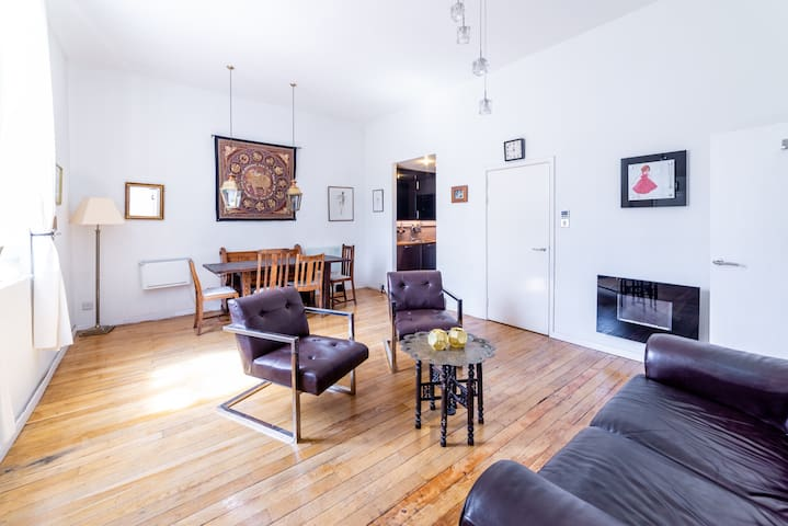 3 bed parkside loft in Victorian Seminary