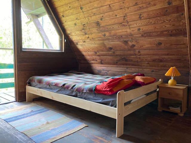Sypialnia na piętrze - podwójne łóżko 140x200