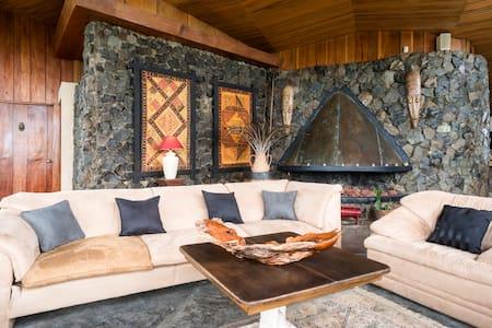 James Bond Style Mountain House !!! - Escazu - House