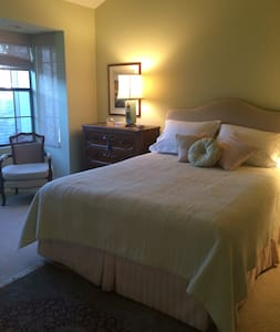 Townhouse, large bedroom on 2nd Fl. Private Bath. - 聖達菲牧場(Rancho Santa Fe)