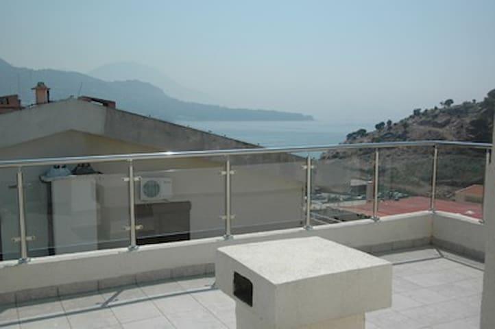 Двухуровневая 4х комнатная квартира 5 мин от моря - Sutomore - Departamento