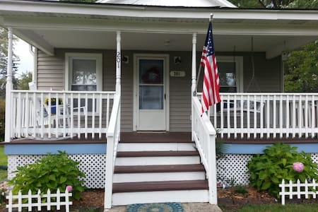 Comfortable,charming 2 bdrm/1 bth updated cottage - Three Oaks