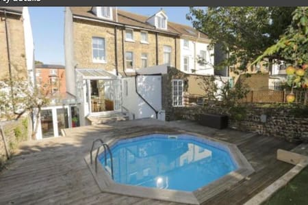 3 beds 1 room with access to heated swimming pool