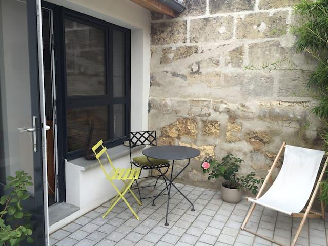Chambre sur jardinet