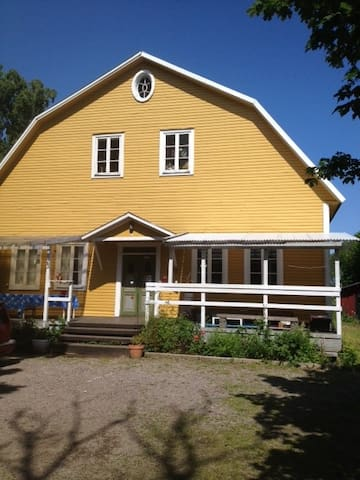 Old School House Accommodation - Sättra - Bed & Breakfast