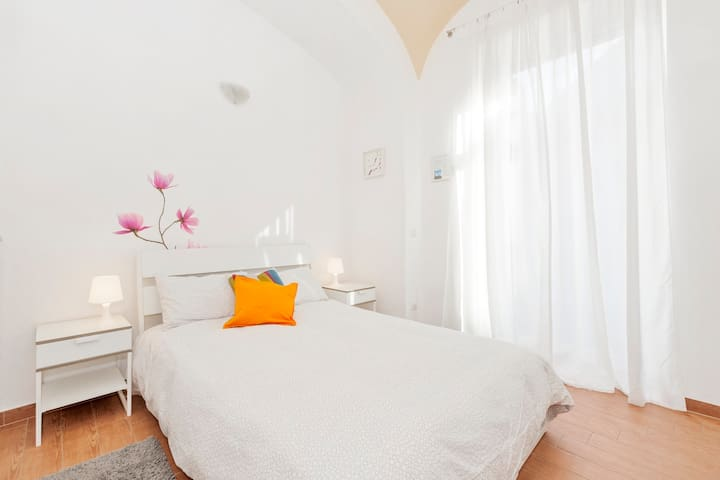 Central large & nice apartment,WIFI