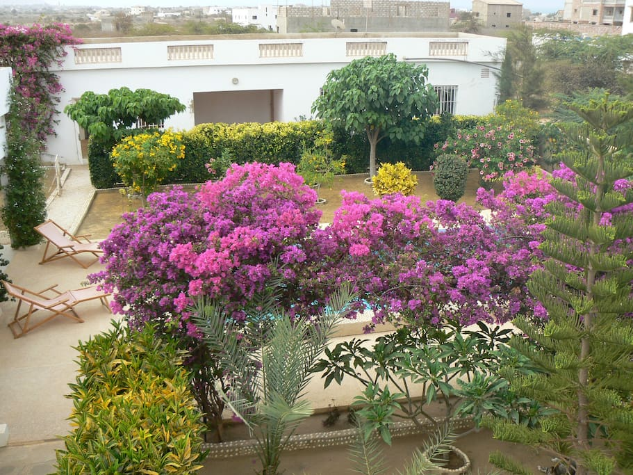 le jardin et maison du gardien
