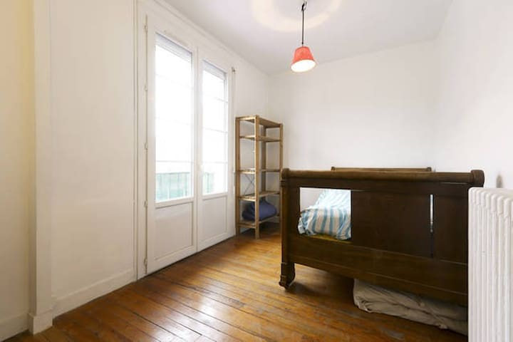 Bedroom in a nice flat in Creil - Creil - Appartement
