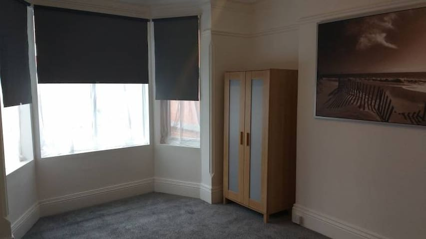 Huge room with great amenities and transport links - Long Eaton - Dům