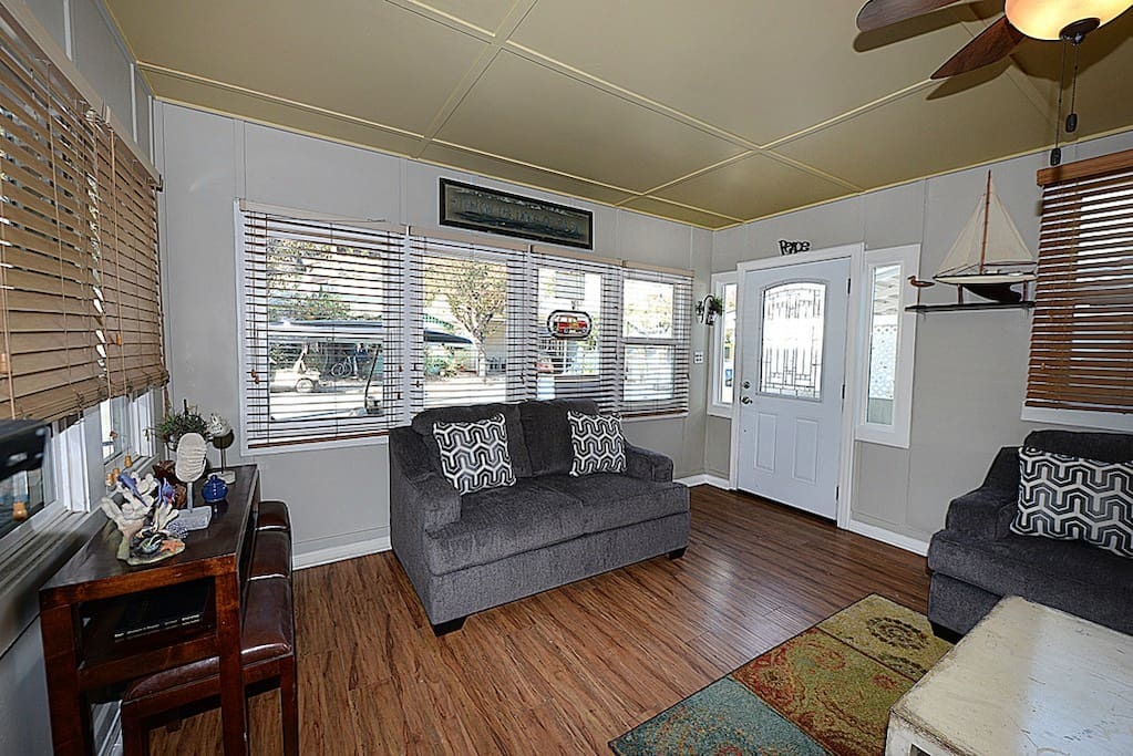 the live room sumner great house for families 3 blocks to golf 15217