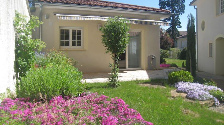 Studio 36 m2 dans parc privė - Saint-Priest-en-Jarez - บ้าน