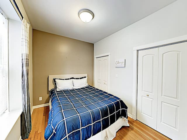 Private Room near Depaul, LP Zoo, & Transit