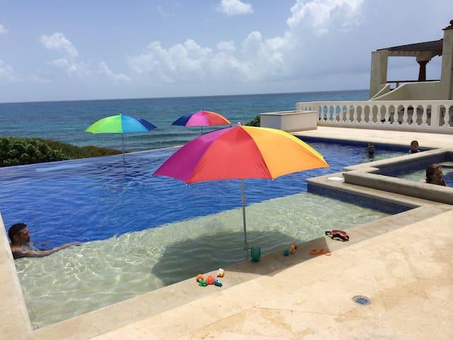 Luxury Home on Caribbean with Huge Pool & Hot Tub - Isla Mujeres - Talo