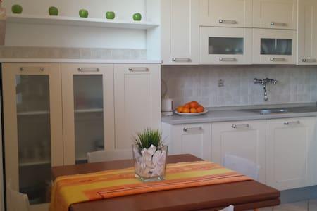 Vincent Home - Viareggio - Appartement