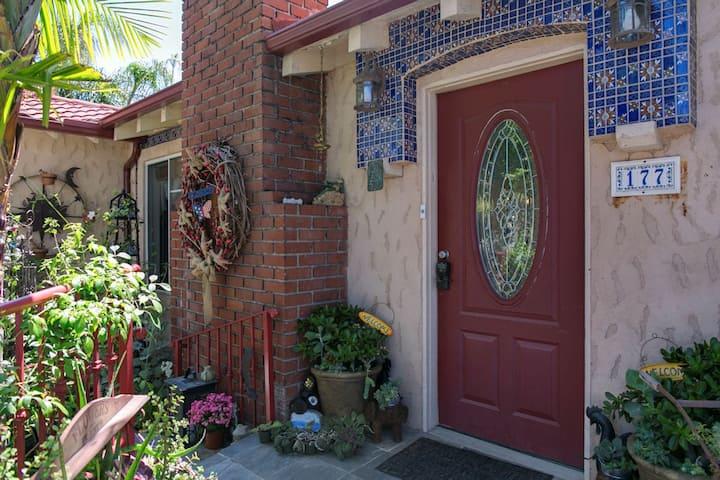 Heart of San Clemente: w/breakfast, spa bath/patio