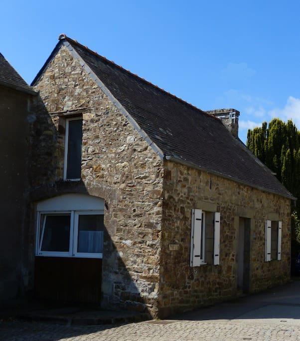 """Ce """"penty"""" (""""bout de la maison"""" en breton) était utilisé par le maréchal ferrant pour ferrer les chevaux de  la """"diligence"""" d'Argol."""