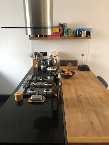 Hob and Breakfast Bar