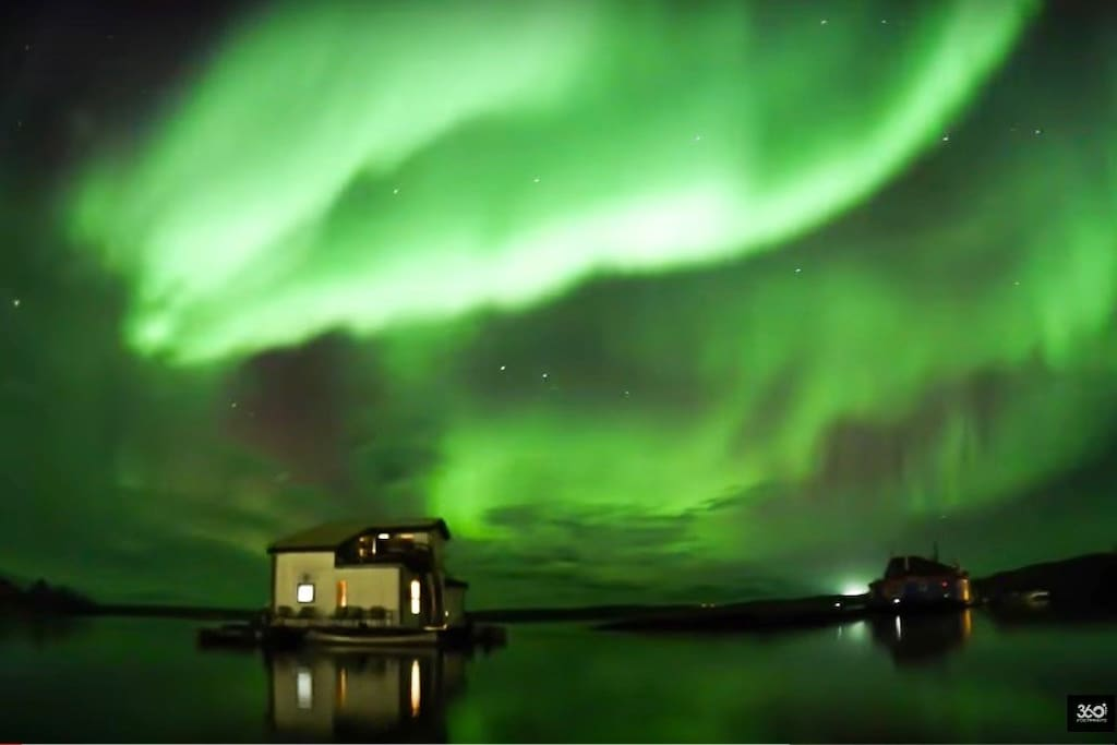 """Aurora over Mo's Houseboat B&B taken from one of the stand alone suites. View aurora from mid-August - mid April. No light pollution, and no fees to go """"aurora hunting"""". It's right over your head at Mo's! Get your tripod out and take shots right from your deck!"""