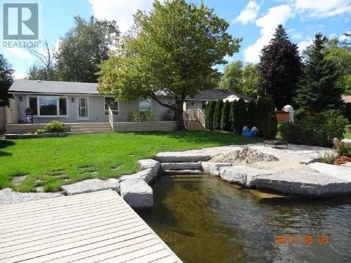 Gorgeous cottage on prestigious Balsam Lake