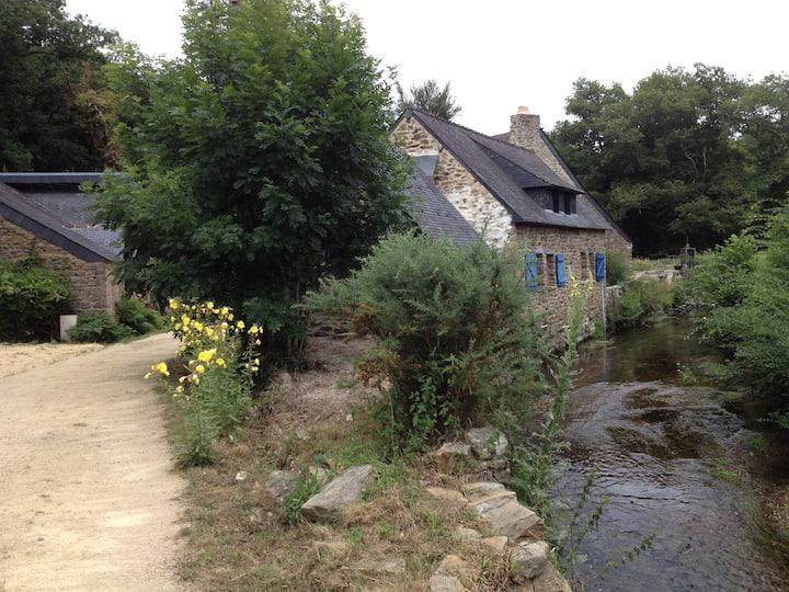 Moulin sur la rivière du Bélon