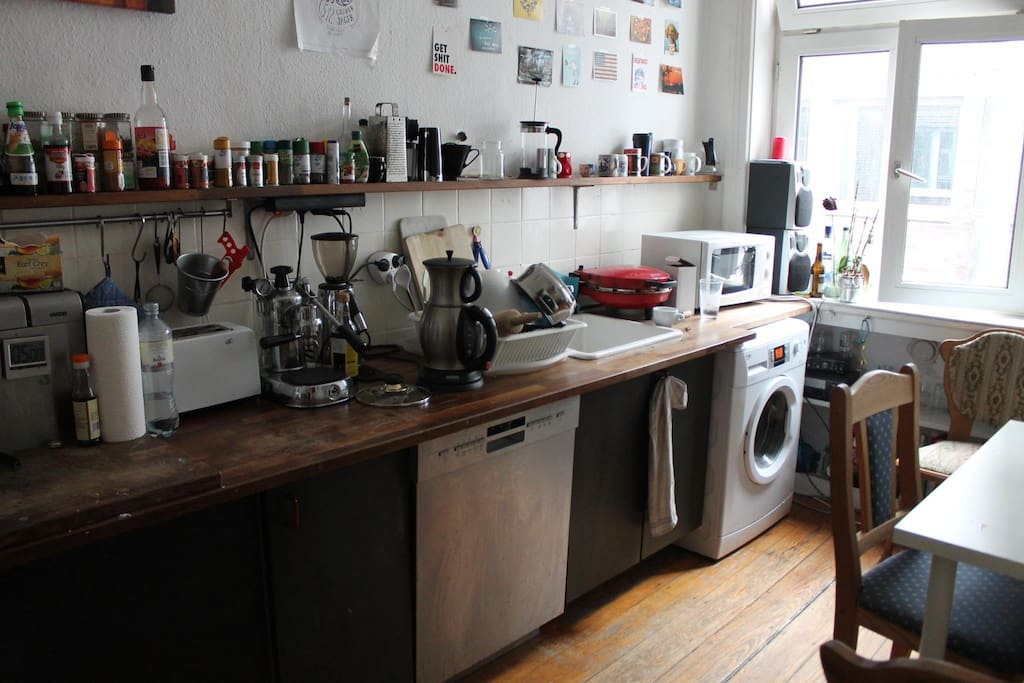 The Kitchen has a Washing-Machine, Stove with Ceran-Plates, Microwave, Toaster, Dishwasher,  Coffee-Machine, Electric Coffee-Grinder etc. Of course you can use everything provided you leave it as clean as you find it :)