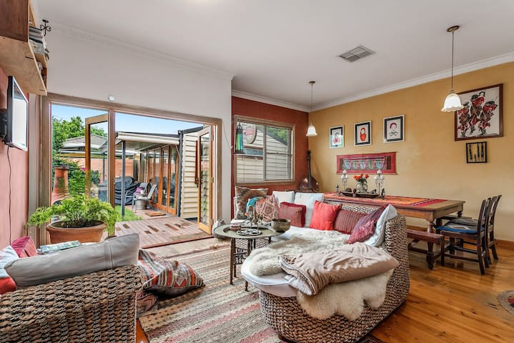 Beautiful relaxing 3 bdr home & garden