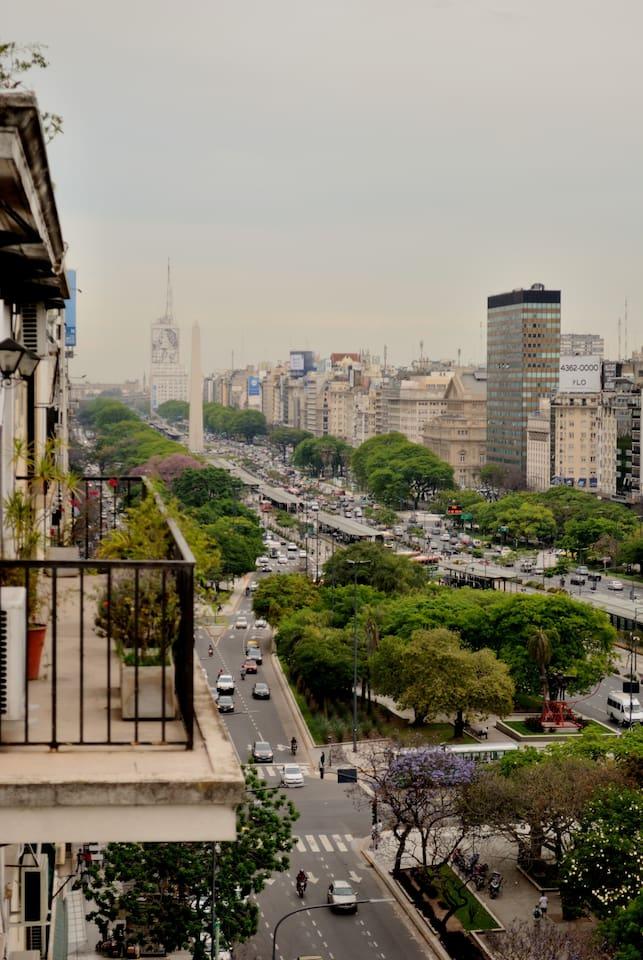 La vista del balcón del departamento. Av. 9 de Julio