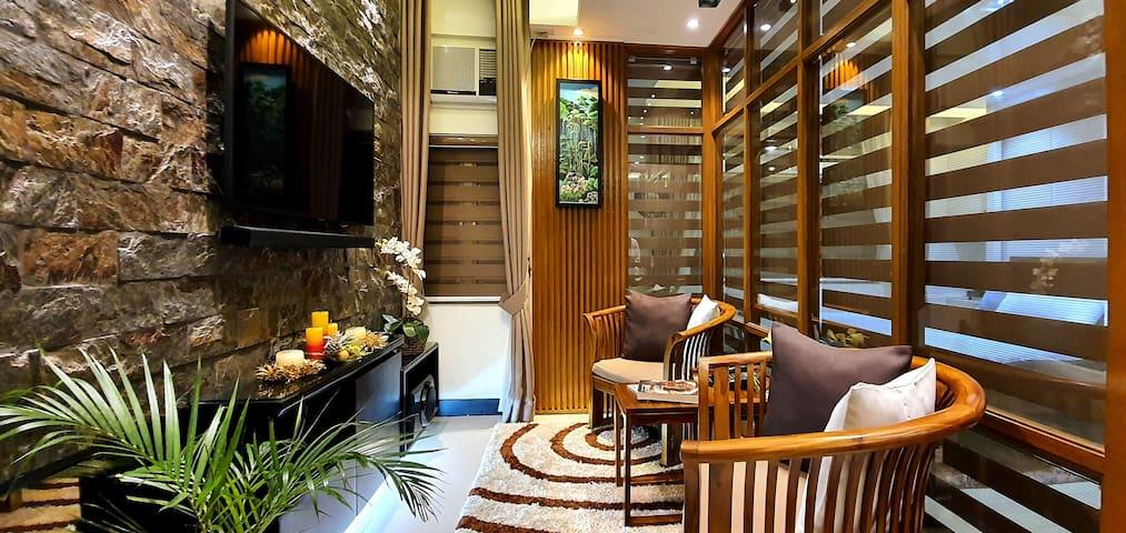 1BR Elegant, Cozy Condo in Araneta Center, Cubao