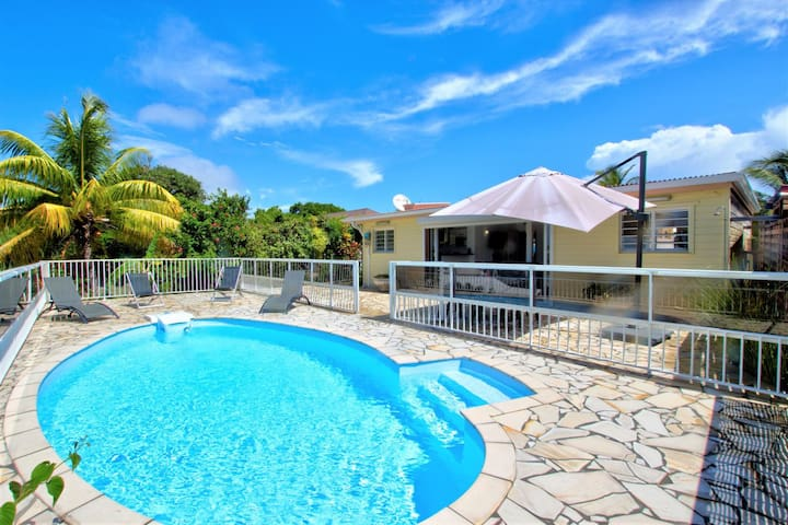 Villa Denise,  4 personnes, piscine et vue mer