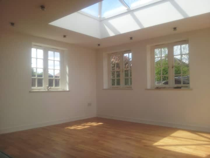 Cosy Attic Room near fast Nottingham Bus /Train