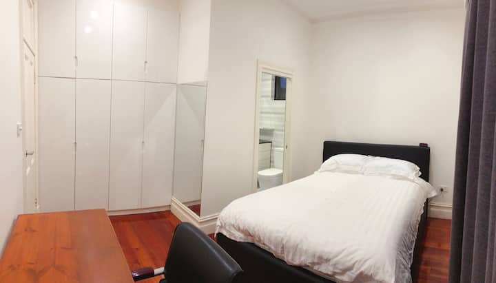 Queen Bed with Private Bathroom Ensuite (A)