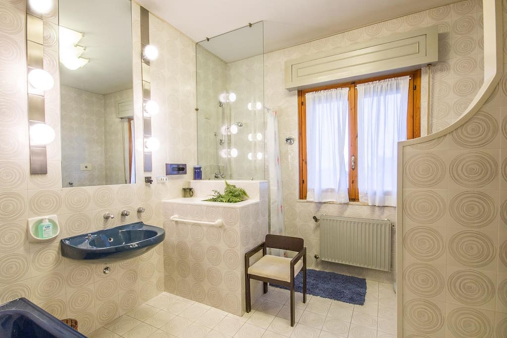 Bagno interno camera Leone