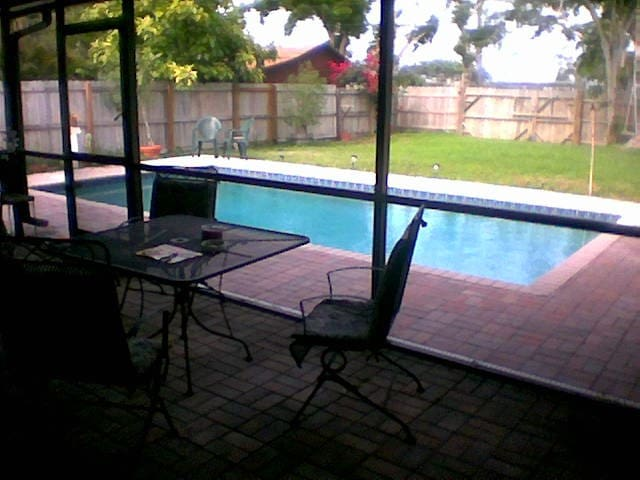 private poolside room w/pvt entrance/bath - Dania Beach - Dom