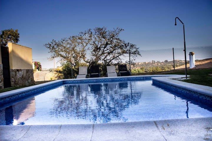 piscina de agua salada de 8x5 metros.
