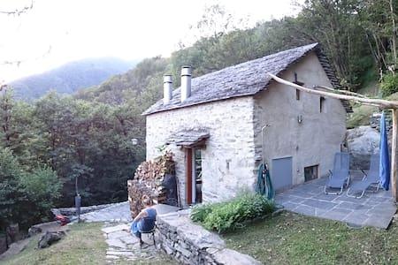 Maison tessinoise en pierre tout confort moderne - Monte Carasso - Casa