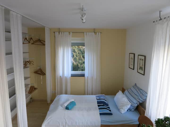 Schönes ruhiges Zimmer in guter Lage