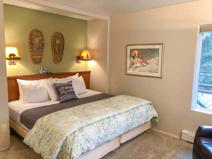 Cozy Lake View Suite